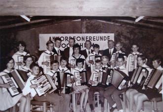 Gründungsfoto der Accordeon-Freunde Kraichgau im Jahre 1968